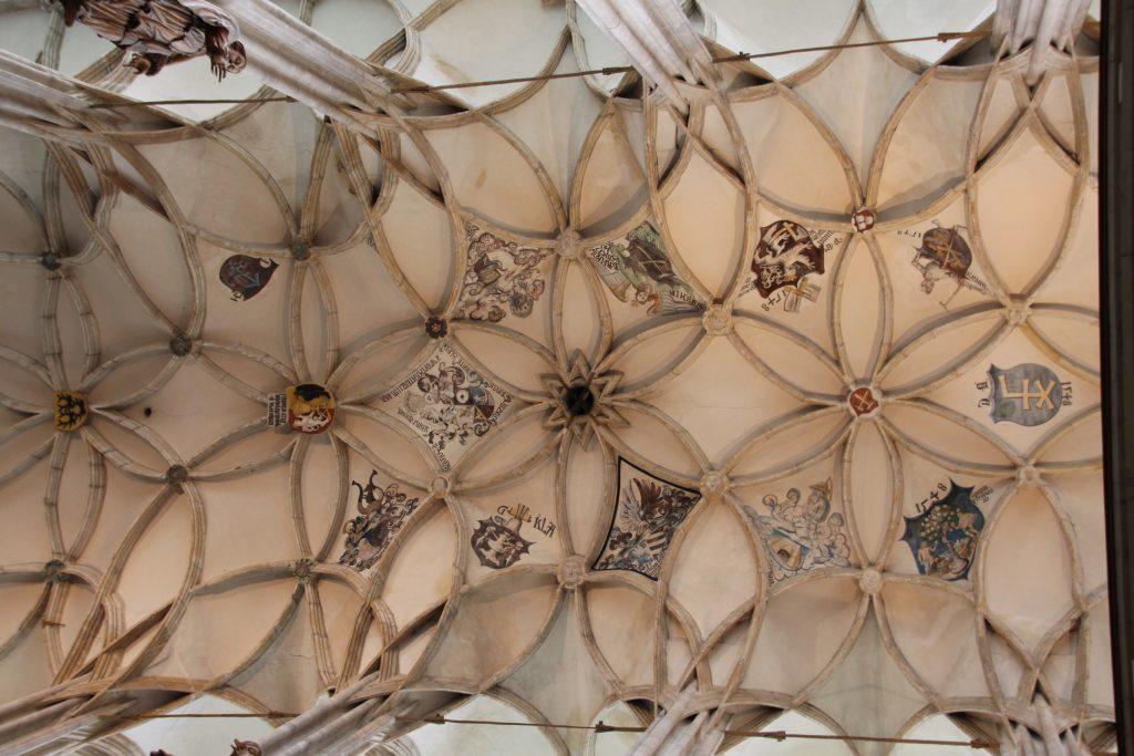 Blasons sur le plafond de la Cathédrale Sainte Barbe