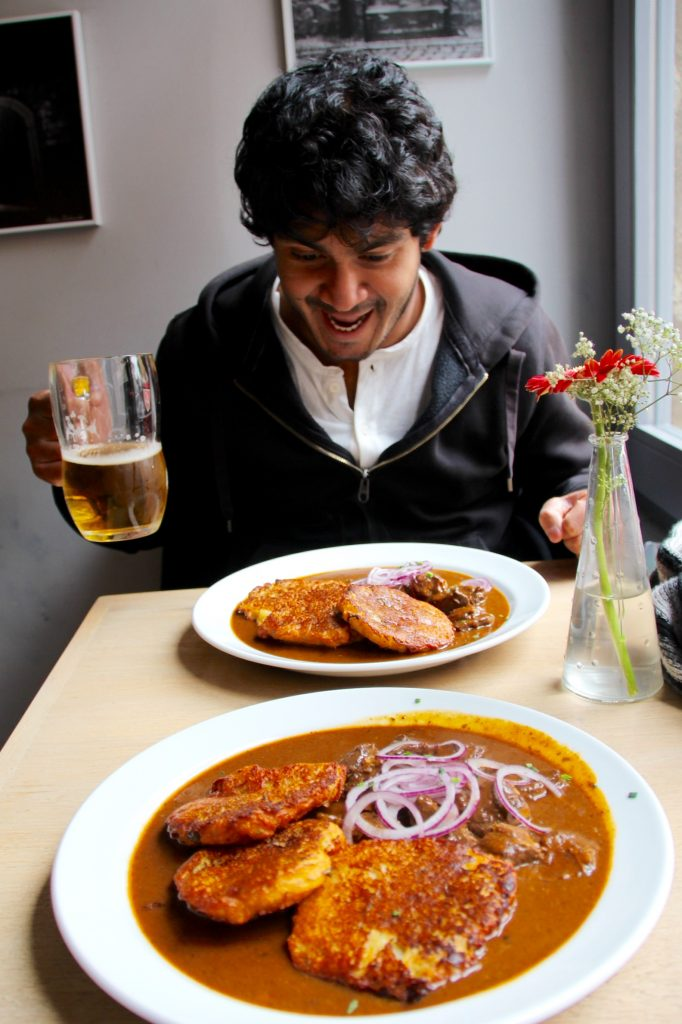 Déjeuner Goulash et bière