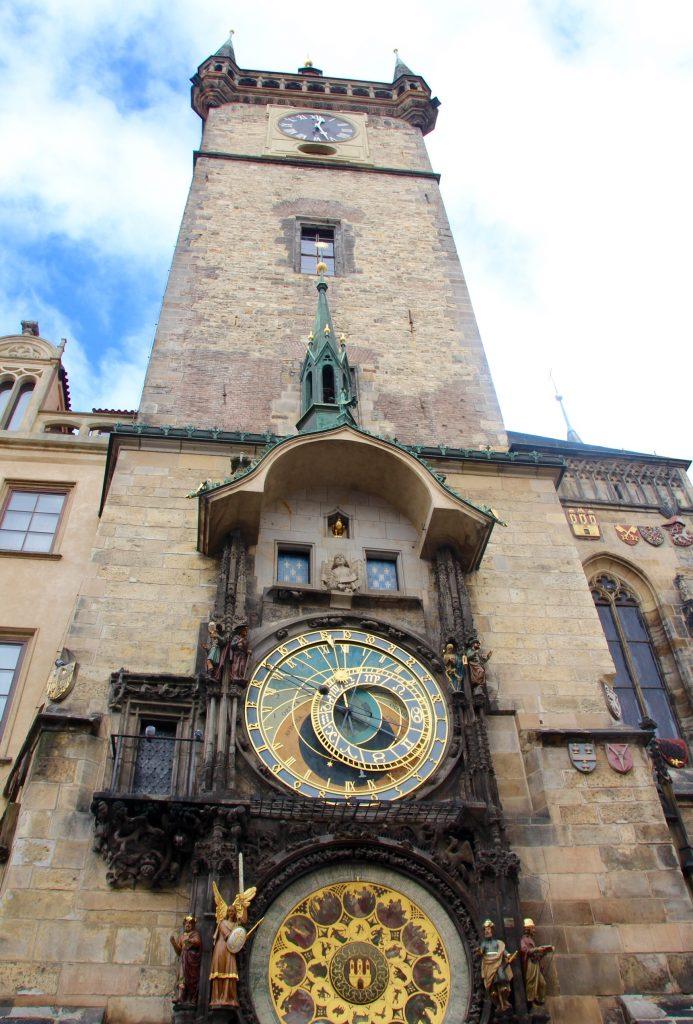 Tour de l'Ancien Hotel de VIlle et l'horloge astronomique